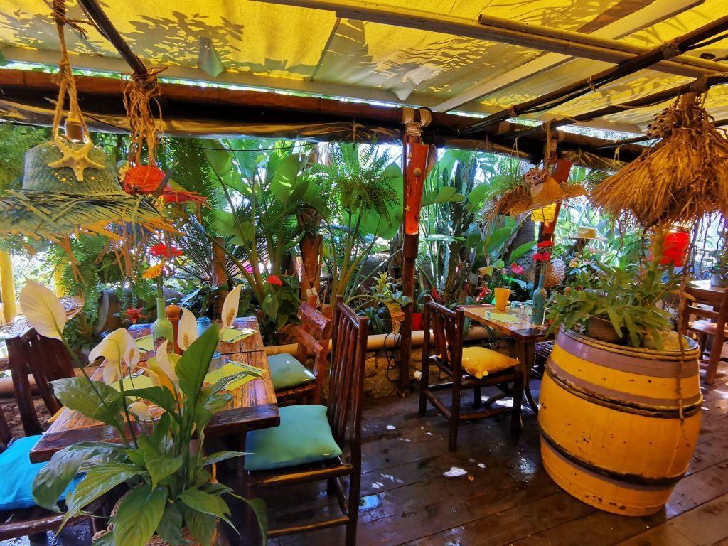 La magnifique décoration exotique du restaurant la Cabane à Saint Laurent du Var