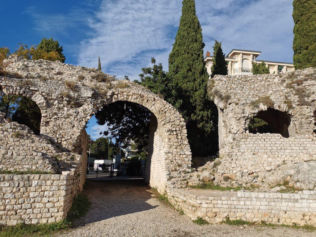 Les Arènes de Cimiez, une des traces de la présence romaine