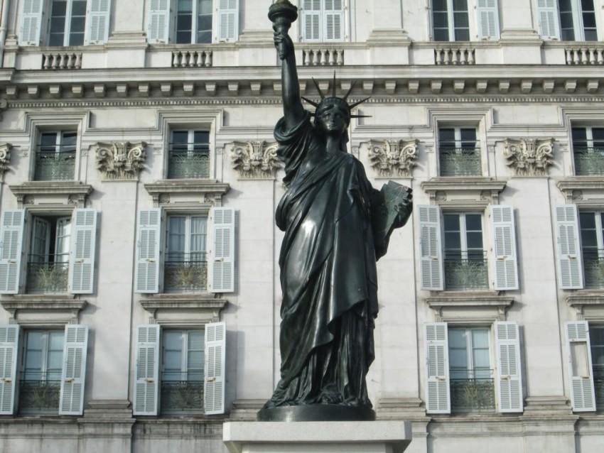 La statue de la Liberté sur le quai des Etats-Unis