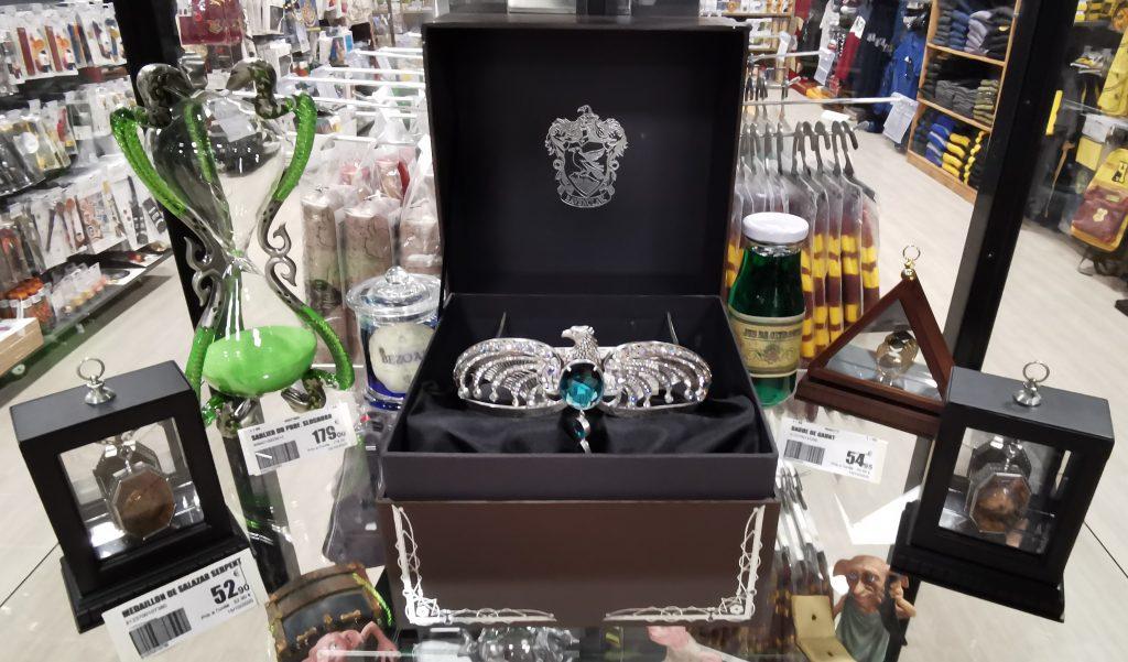 Objets collectors et horcruxes à la boutique le Repaire des Sorciers à Nice