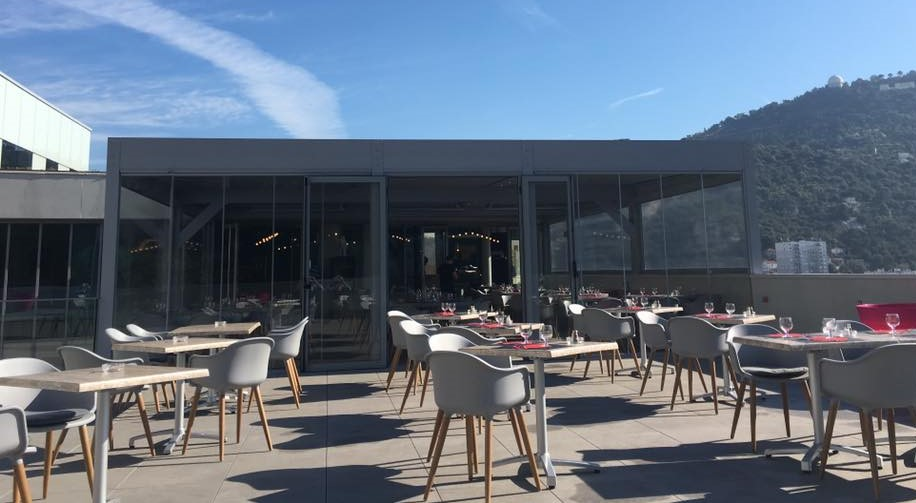 Le rooftop du restaurant le 65 rooftop à Nice