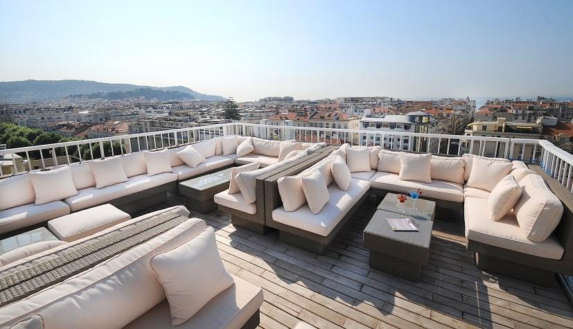 Le rooftop du restaurant l'EssenCiel à Nice