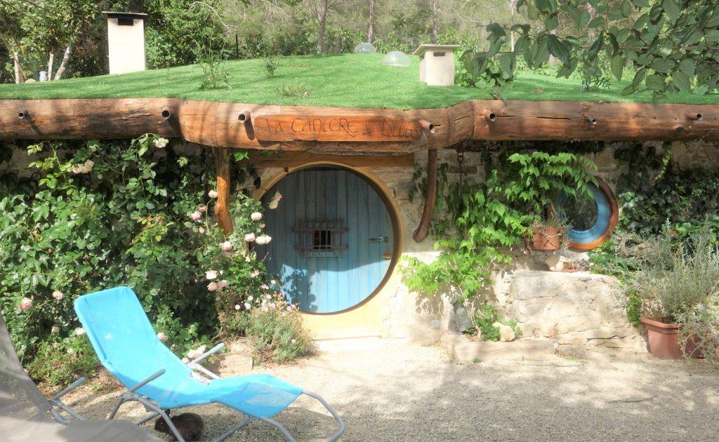 La Tanière de Bilbo le Hobitt aux Cabanes du Varon